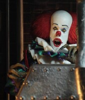 Stephen King ES 1990 Actionfigur: Clothed Pennywise (20 cm)