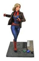 Captain Marvel Premier Collection Resin-Statue - Captain...