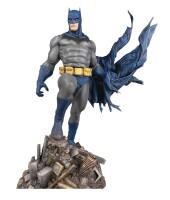 Batman DC Gallery PVC-Statue - Batman Defiant (25 cm)